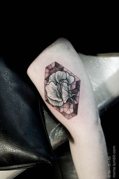 A little stained-glass flower tattoo. Pretty!