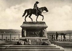 Dick King on the Esplanade. He rode on horseback from Durban to Grahamstown in the Cape Province to get support when the Old Fort was under siege. South Africa Art, Durban South Africa, African States, Old Fort, Adventure Holiday, Kwazulu Natal, Historical Photos, Old Things, History