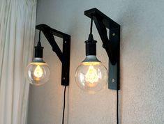 Hanglampen gemaakt met de Ikea Nittio ledlamp Hanging lamps made with the Ikea Nittio LED lamp Bedroom Lighting, Home Lighting, Ikea Lighting, Deco Design, Lamp Design, Ikea Desk Lamp, Plug In Pendant Light, Rustic Master Bedroom, Apartment Makeover