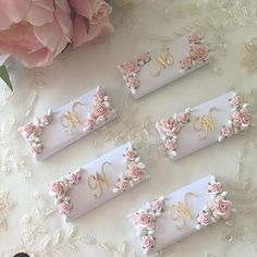le_chic_favors the prettiest favors I did see🌸🌸 I had trouble deciding which pic I liked most but I settled on this stunning creation love Chocolate Wrapping, Chocolate Favors, Chocolate Decorations, Chocolate Gifts, Wedding Favours, Party Favors, Wedding Gifts, Pillow Box, Partys