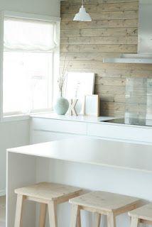 Nydelig kjøkken  (wood panelling; white)