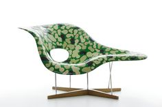 "Camouflage la Chaise by Morita: Designed for Japanese furniture store hhstyle.com's 'Green Auction'. Each artist was asked to decorate an Eame's 'La Chaise."" #Chair #Camouflage_Chair #Morita #Eames_La_Chaise"