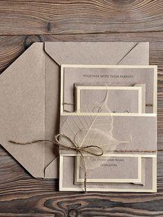 Natural burlap wedding invitation #weddingideas #stationery #rusticwedding #wedding #invitation