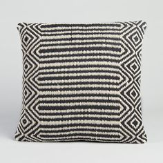 Païen cushion cover. Black and white Kilim woven cover. Front in 100% cotton, plain black 100% cotton back. Concealed zip fastening at the back. Measurements. : 45 x 45cm.