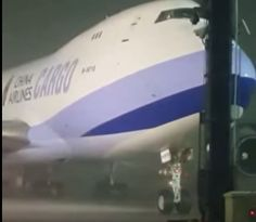 China Airlines Cargo Boeing 747 freighter lifted from the ground by typhoon in Taiwan, Aug 2015