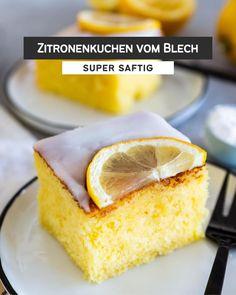 """Páči sa mi to: 1,377, komentáre: 49 – Schätze aus meiner Küche (@schaetzeausmeinerkueche) na Instagrame: """"𝘸𝘦𝘳𝘣𝘶𝘯𝘨 SAFTIGER ZITRONENKUCHEN VOM BLECH 🥣🍋 »When life gives you lemons…« Aus der Ladung Zitronen,…"""" Cornbread, Muffins, Ethnic Recipes, Cakes, Food, Instagram, Chocolate Pies, Super Moist Chocolate Cake, Millet Bread"""