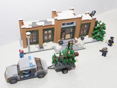 This is my entry for the Winter Village contest. Police station with police car A small police station with jail, car and policemen. Lego Christmas Sets, Lego Christmas Village, Lego Winter Village, Lego Police Station, Lego Structures, Lego Fire, Lego Furniture, Lego Room, Lego Projects