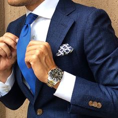 I'm waiting to buy new suits after I fishing cutting weight then I will be get this style as one of them. I miss wearing suits. Style Gentleman, Der Gentleman, Fashion Mode, Suit Fashion, Mens Fashion, Fashion Menswear, Fashion News, Style Fashion, Classic Man