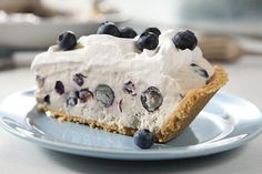 Blend fruity low-fat yogurt & whipped topping for this Frozen Yogurt Pie! Use a graham cracker crust for this refreshingly easy, no-bake Frozen Yogurt Pie. Yogurt Pie, Low Fat Yogurt, Frozen Yogurt, Flavoured Yogurt, Blueberry Cream Pies, Blueberry Desserts, Banana Cream, No Bake Desserts, Just Desserts