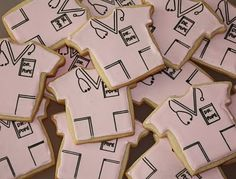 Pope, a recent Medical School graduate! To design these cookies, I looked up some actual pictures of scrubs online . Dental Design, Nurse Love, Nursing Graduation, Book Markers, Wedding Crafts, Grad Parties, Scrubs, Cake Decorating, Congratulations