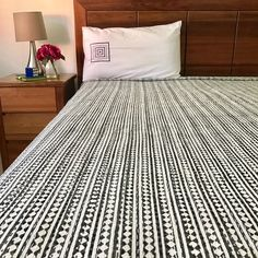 Diamond Grey Kantha Quilt / Bedspread   The Hues of India