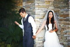 this couple wanted to pray together before their wedding but didn't want to see each other so this is what they did :) so cute