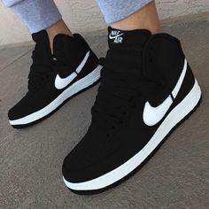 3e8ea80f7ff8a Tênis Botinha Nike Cano Alto Feminino Queima Oferta - R  89