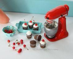 Miniature cupcake baking scene, everything handmade #miniature #miniaturefood #fimofood #bakingscenes #kitchenaid #muffin #chocolate #cherries #cupcake