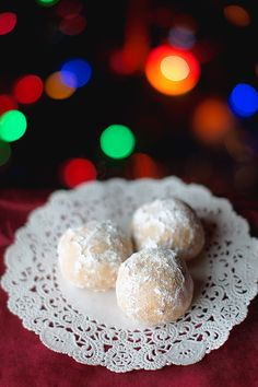 12 Days of Christmas Cookies: Russian Tea Cakes #easy #traditional