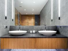 light in the bathroom design by LOFTSTUDIO/ oświetlenie wbudowane w ścianę w projekcie LOFTSTUDIO Możemy wykonać dla Ciebie taki projekt: zapraszamy na www.loftstudio.pl