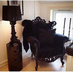 That chair!!