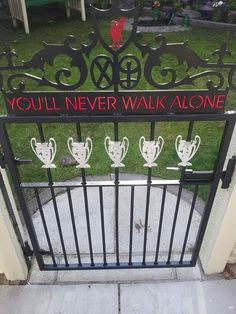 How very smart! What a creative idea for a fans front garden/gate. Liverpool or clubs around the world could link this into my man cave idea and do a TV show which features fans around the world and their man/woman/fan caves. Liverpool Players, Liverpool Football Club, Liverpool Fc, Sports Marketing, You'll Never Walk Alone, Soccer Fans, Walking Alone, Rotterdam, Man Cave