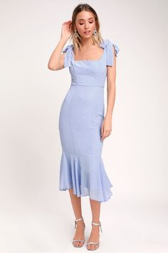Dance along the white sand beaches in the Lulus Bimini Periwinkle Blue Swiss Dot Tie-Strap Midi Dress! Lightweight woven dress with Swiss dots and tying straps. 1950s Fashion Dresses, Vintage Style Dresses, Fashion Outfits, Pin Up Dresses, Cute Dresses, 60s Dresses, Shift Dresses, Dresses 2016, Periwinkle Blue Dress