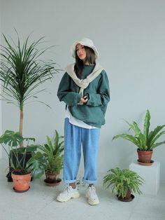 Korean Street Fashion, Asian Fashion, 90s Fashion, Autumn Fashion, Vintage Fashion, Fashion Outfits, Tennis Fashion, How To Pose, Looks Vintage