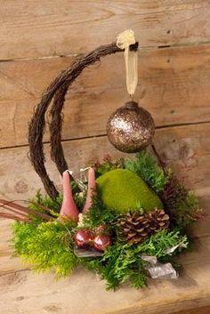 Christmas centerpiece idea, different color Unique Christmas Trees, Christmas Flowers, Christmas Makes, Cozy Christmas, Christmas Is Coming, Christmas Wreaths, Christmas Crafts, Xmas, Christmas Ornaments
