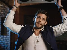 Asking yourself what Thomas Rhett concerts are near me this season? Discover concert details and find cheap tickets available for all his upcoming shows. Country Music Videos, Country Music Artists, Country Music Stars, Country Singers, Thomas Rhett, Justin Moore, Florida Georgia Line, Country Men, Country Life