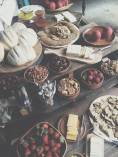 A DIY brunch or breakfast table. Guests can choose their own ingreedients from fruit and nuts.  Kinfolk Mag Honey Harvest