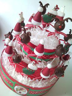 Christmas cakepops #Christmas #cakepops #reindeer #hat #stocking