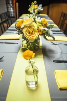 These are some of the plenty for the inspiring spring table decoration ideas. Yellow Grey Weddings, Yellow Wedding Flowers, Gray Weddings, Wedding Colors, Yellow Flowers, Grey Wedding Decor, Wedding Table, Pantone, Grey Tablecloths