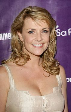Amanda Tapping, Cybill Shepherd, Stargate Universe, Actrices Sexy, Celebrity Beauty, Celebs, Celebrities, Hot Actresses, Dimples