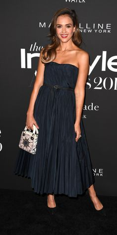 Jessica Alba posed on the red carpet at the 2019 InStyle Awards in a navy Christian Dior gown and black pumps. Jessica Alba Dress, Jessica Alba Style, Christian Dior Gowns, Michael Kors Collection, Prabal Gurung, Red Carpet Looks, Fall Trends, Red Carpet Fashion, Her Style