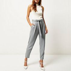 Grijze broek met slanke pasvorm en knoopriem - Halflange broeken / joggingbroeken - broek - dames