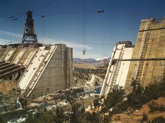 Construction of the Shasta Dam California 1942. [6022  4498]