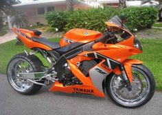 Custom Yamaha R1.... Oh my gosh I am in love with this one!!!