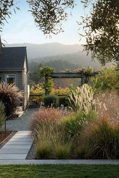 perennial-grasses-poudolf-landscape-napa-gardenista #LandscapeDesign