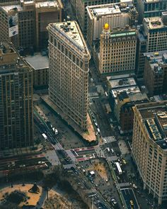 The Flatiron Building (originally the Fuller Building) by Daniel Burnham Photo by Architecture Magazines, Art And Architecture, Lost In Life, Flatiron Building, Manhattan Nyc, New York Photos, Modern City, New York Travel, Great View
