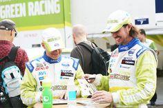 STCC-förarna Tommy Rustad och James Thompson skrattar. #racing #motorsport #car #bil #cars #bilar #volvo #volvoc30 #laughs #skratt #smile #happiness #glädje #people #photography #foto