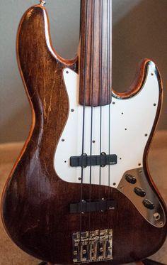 Fender Jazz Bass fretless