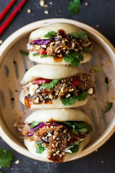 Healthy Recipes Vegan bao buns with pulled jackfruit - Lazy Cat Kitchen - Vegan bao buns are to die for and easy to make. They are filled with succulent jackfruit in a salty-sweet marinade, crunchy veggies, peanuts and herbs. Dairy Free Recipes, Veggie Recipes, Asian Recipes, Vegetarian Recipes, Dinner Recipes, Cooking Recipes, Healthy Recipes, Simple Recipes, Healthy Soup