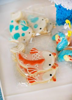 Koi Fish Party {First Birthday} with cute koi fish cookies, koi fish printables, candy sushi rolls, and an amazing orange and blue koi fish birthday cake! Fish Cookies, Cute Cookies, Cupcakes, Cupcake Cookies, Iced Cookies, Japanese Theme Parties, Japanese Cookies, Fish Cake Birthday, Baby Birthday