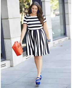 Curvy girl dressing tips. Striped short dress. Black and white.When in doubt, choose a fit and flare dress.