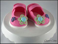 Gumpaste baby shoes Fondant Baby, Fondant Icing, Baby Shoes Tutorial, Mom Cake, Cute Baby Shoes, Fondant Tutorial, Baby Sneakers, Sugar Art, Special Birthday