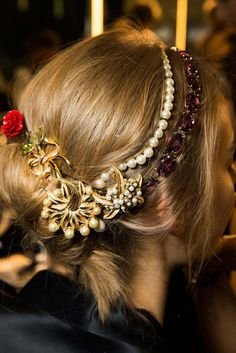 Dolce & Gabbana Fall 2015 hair and makeup - Fall 2015 beauty trends