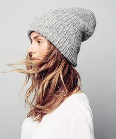 Tested this in black! Winter Basics, Streetwear, Knitting Accessories, Fall Sweaters, Knit Beanie, Hats For Women, Knitted Hats, Knitwear, Knitting Patterns