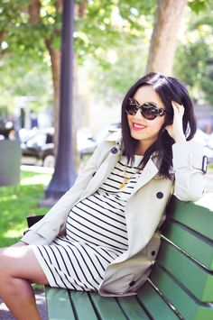 For a chic 9 to 5 maternity look a simple striped navy dress + a Burberry trench is a winner.