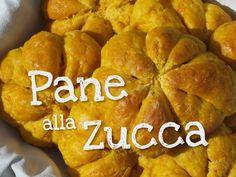 Ricetta facile per fare in casa il Pane alla Zucca. Si tratta di panini a base di zucca e decorati come delle vere zucche.