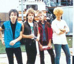 U2. Vocalista: Bono Vox (1976–) : Dublin, República da Irlanda Bono Vox, The Edge, Adam Clayton, Larry Mullen Jr.
