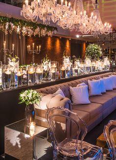 Decoração de casamento marcada por acrílico, cristal e espelho - Constance Zahn | Casamentos