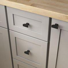 Beige Kitchen Cabinets, Kitchen Cabinet Remodel, Shaker Cabinets, Black Cabinets, Modern Cabinets, Gold Kitchen, Black Cabinet Hardware, Kitchen Cabinet Hardware, Kitchen Knobs And Pulls
