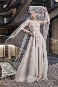 Naeem Khan Herbst/Winter Bridal - Fashion Shows Naeem Khan Wedding Dresses, Naeem Khan Bridal, Wedding Dresses 2018, Bridal Dresses, Gowns With Sleeves, Wedding Dress Sleeves, Long Sleeve Wedding, Dress Wedding, Vogue